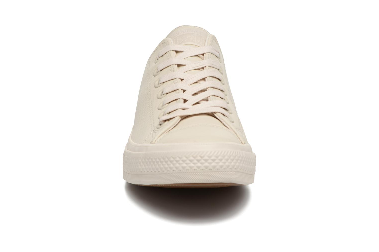 Baskets Converse Chuck Taylor All Star II Mesh-Backed Leather Ox M Beige vue portées chaussures