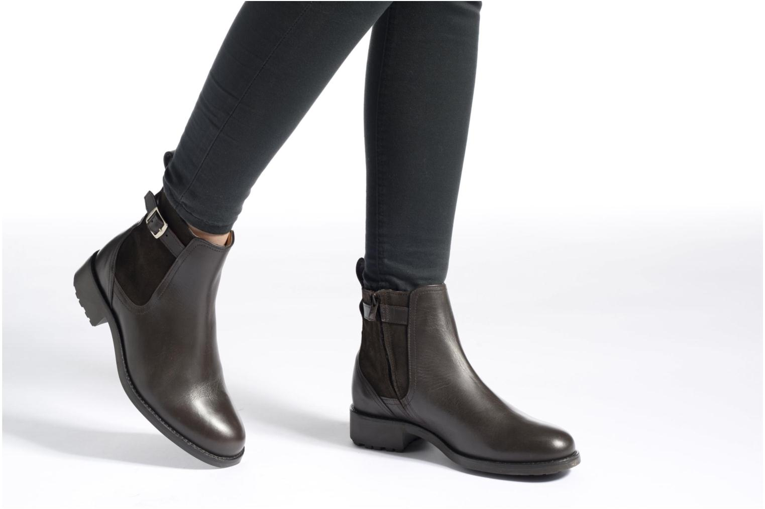 Ankle boots Aigle Chante Conti Brown view from underneath / model view