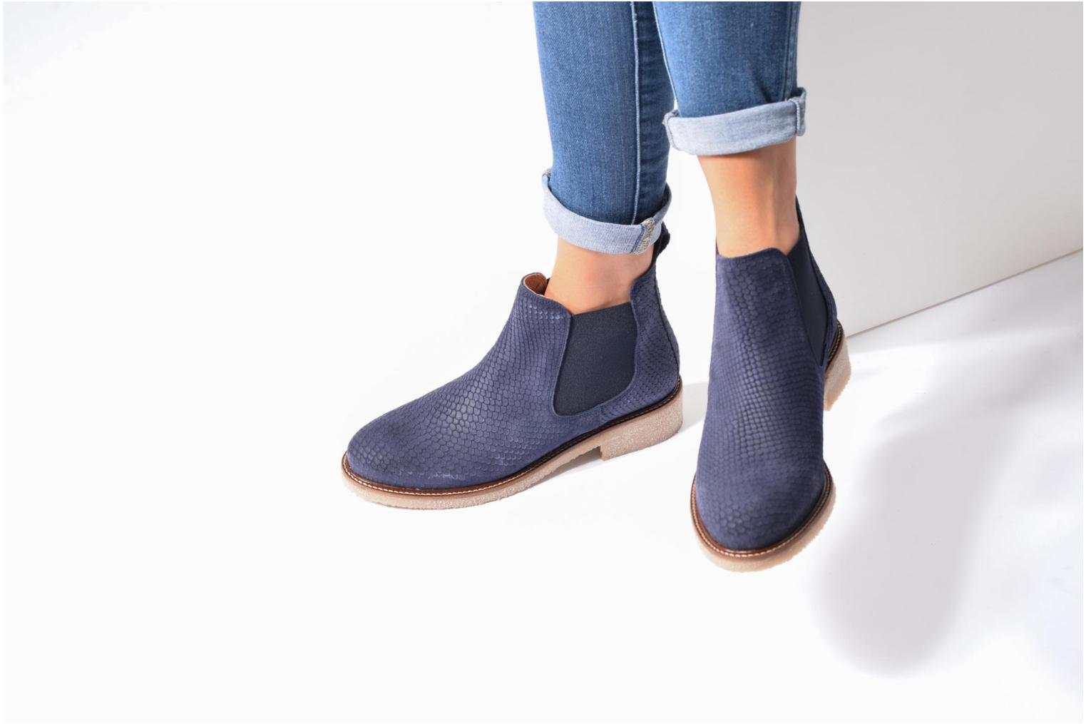 Ankle boots Bensimon Boots semelle crepe Brown view from underneath / model view