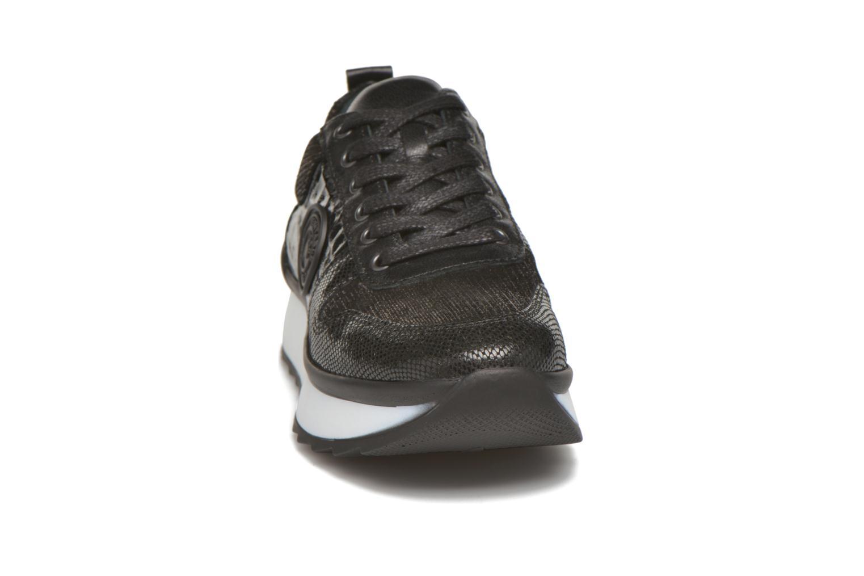 Sneakers Pataugas Ocean/C Nero modello indossato