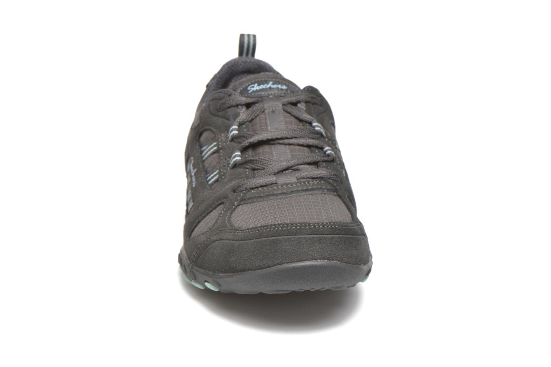 Baskets Skechers Breathe-Easy - Good Gris vue portées chaussures