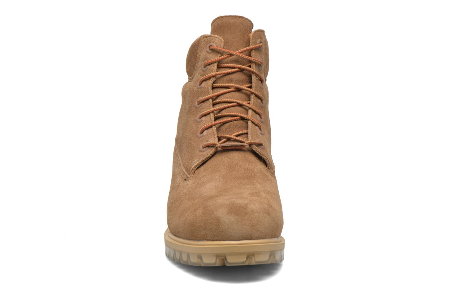 """Bottines et boots Timberland TPU 6"""" WP Suede Beige vue portées chaussures"""