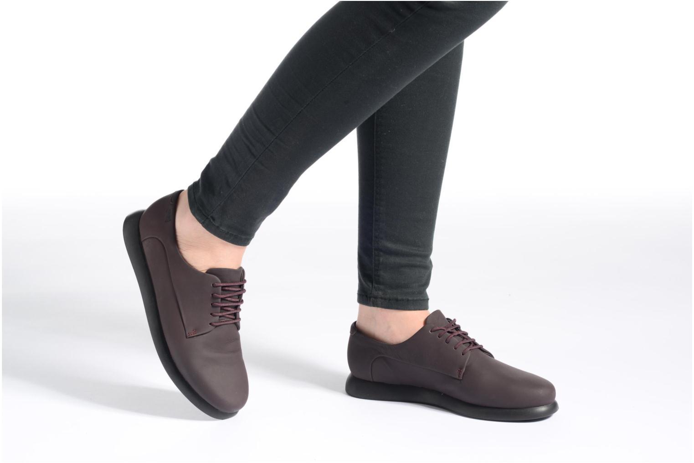 Chaussures à lacets Camper Monday K200249 Noir vue bas / vue portée sac