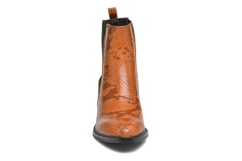 Naya Boot Adobe