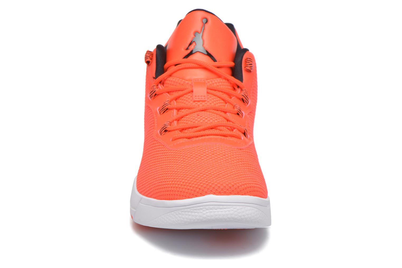 Baskets Jordan Jordan Academy Rouge vue portées chaussures