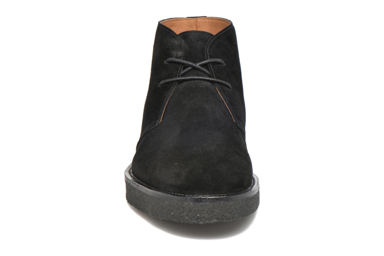 Snörade skor Opening Ceremony LEOH Svart bild av skorna på
