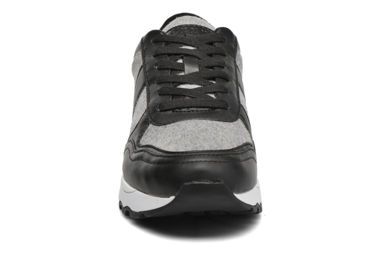 Baskets DKNY Jamie sport- lace runner Noir vue portées chaussures