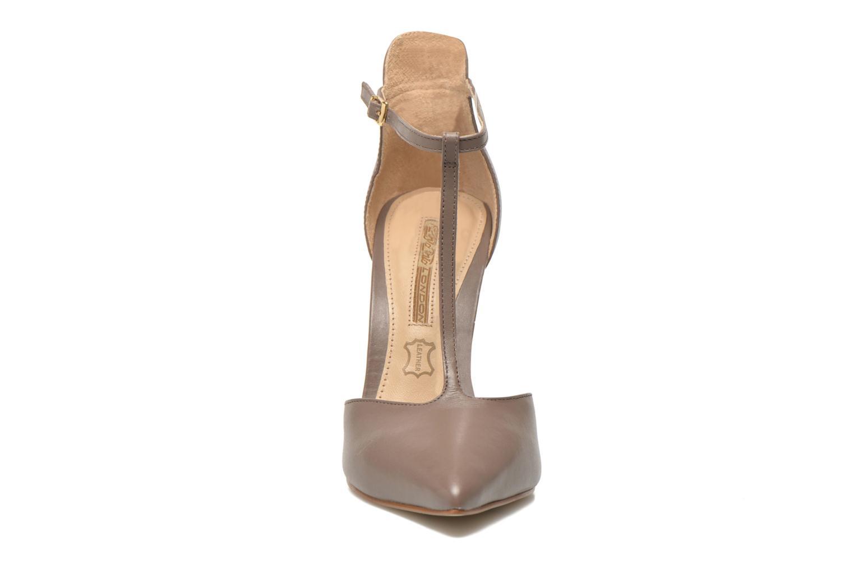 Escarpins Buffalo Grazia Marron vue portées chaussures