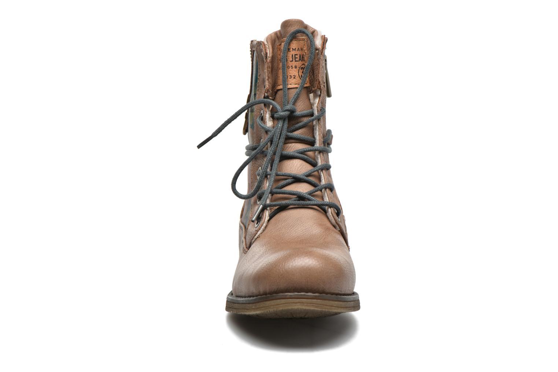 Bottines et boots Mustang shoes Manat Marron vue portées chaussures