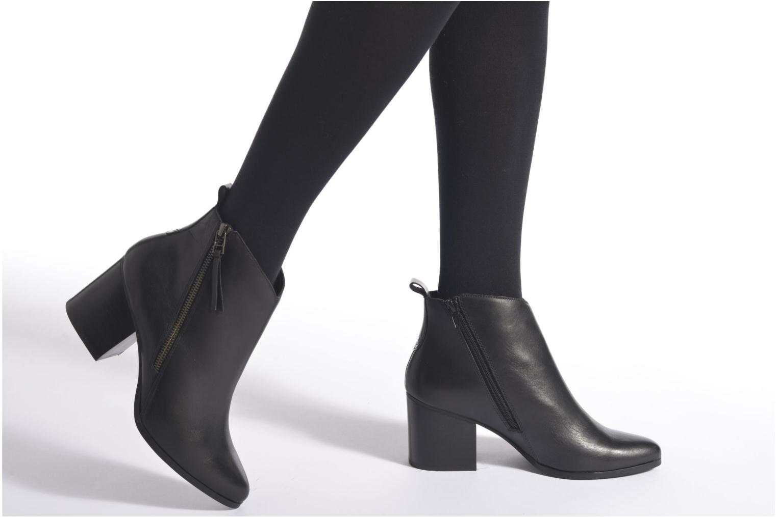 Ankle boots André Paolina Brown view from underneath / model view