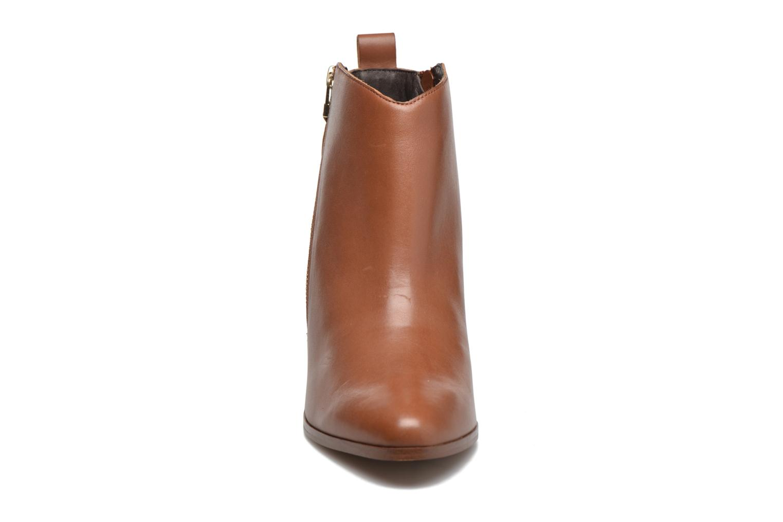 Boots en enkellaarsjes André Paolina Bruin model