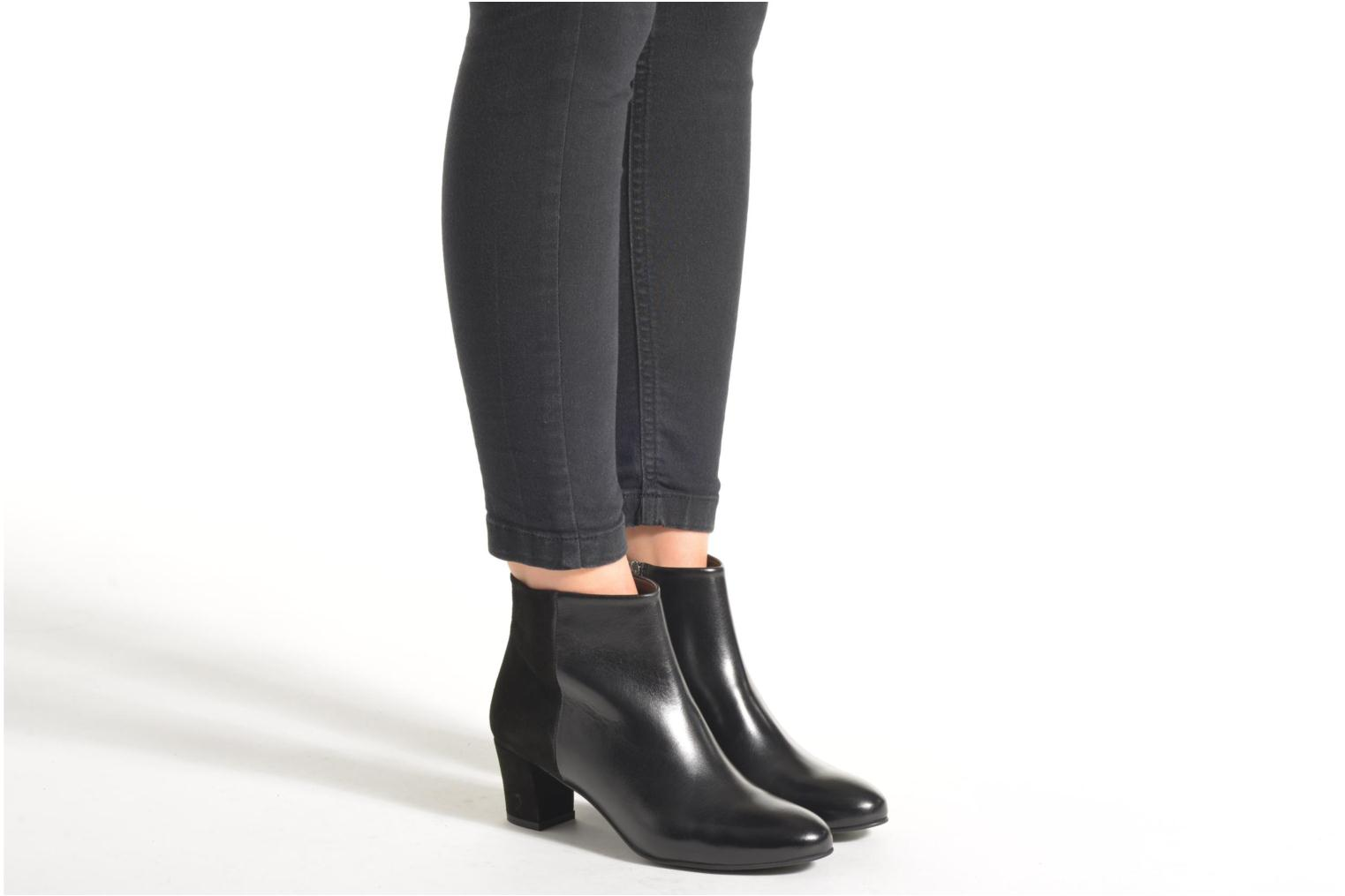 Ankle boots Perlato Paolina Black view from underneath / model view