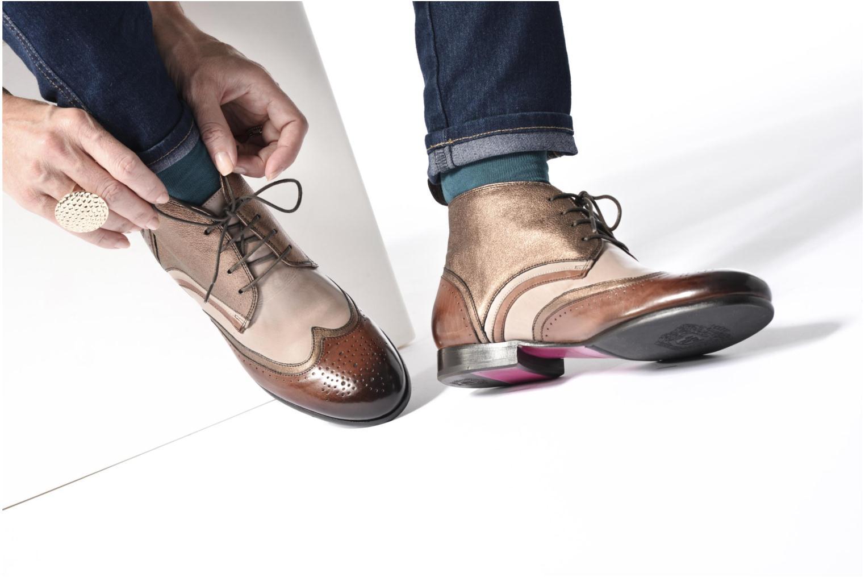 Chaussures à lacets Melvin & Hamilton Sally 30 Or et bronze vue bas / vue portée sac