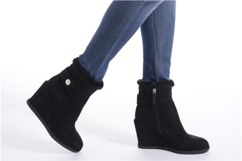Bottines et boots Guess Monia Noir vue bas / vue portée sac