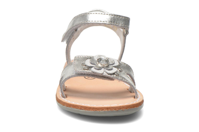 Sandales et nu-pieds Minibel Xara Argent vue portées chaussures