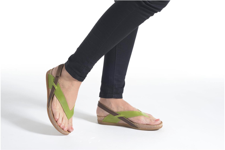 Sandales et nu-pieds El Naturalista Zumaia NF40 Jaune vue bas / vue portée sac