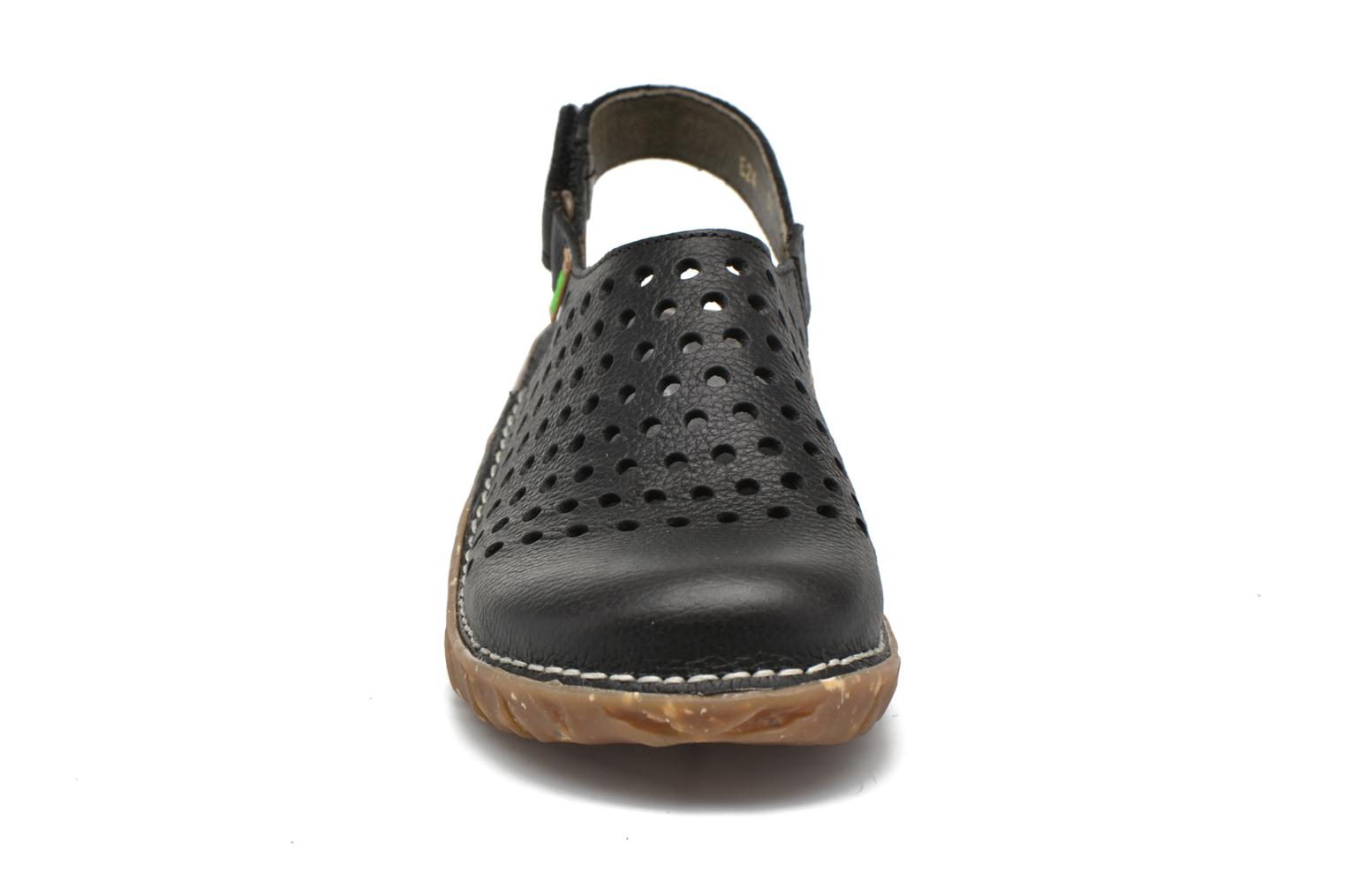 Mules & clogs El Naturalista Yggdrasil NE24 Black model view