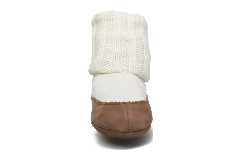 Socken & Strumpfhosen Falke Chaussons-chaussettes Cottage Socke weiß schuhe getragen