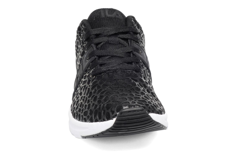 Baskets FILA Skydive F Low W Noir vue portées chaussures