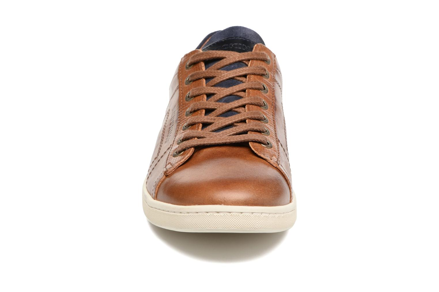 Sneakers Redskins Ormil Marrone modello indossato