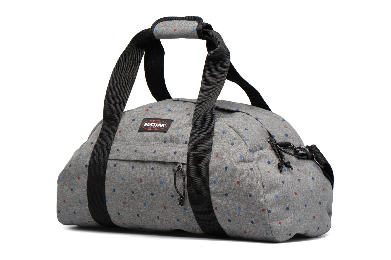 Bagages Eastpak STAND Weekender Gris vue portées chaussures