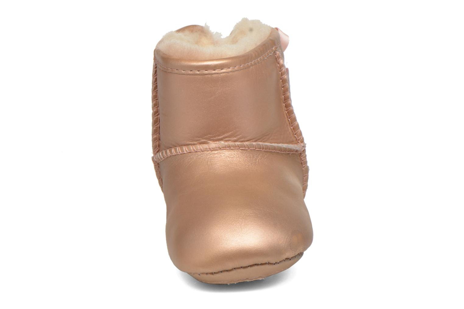 Chaussons UGG I Jesse bow metallic Rose vue portées chaussures