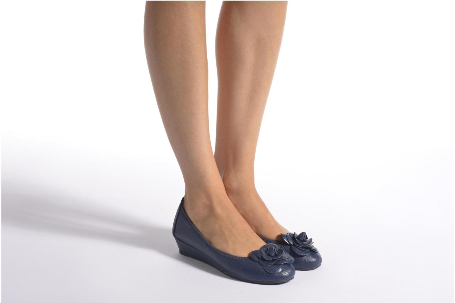 Ballet pumps Enza Nucci Emilie Blue view from underneath / model view