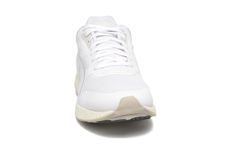 Baskets Puma 698 Ignite Blanc vue portées chaussures