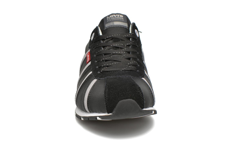 Baskets Levi's Almayer II Noir vue portées chaussures