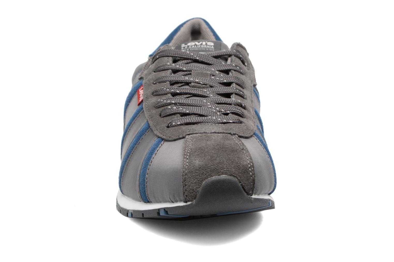 Sneaker Levi's Almayer II grau schuhe getragen
