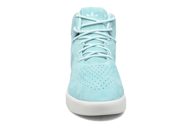 Baskets Adidas Originals Tubular Invader W Bleu vue portées chaussures