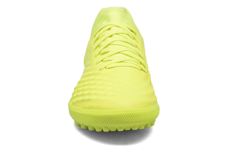 Chaussures de sport Nike Magistax Finale II Tf Jaune vue portées chaussures