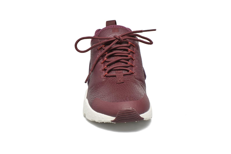 Baskets Nike W Air Huarache Run Ultra Prm Bordeaux vue portées chaussures
