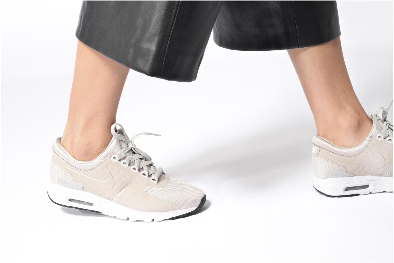 Sneaker Nike W Air Max Zero grau ansicht von unten / tasche getragen