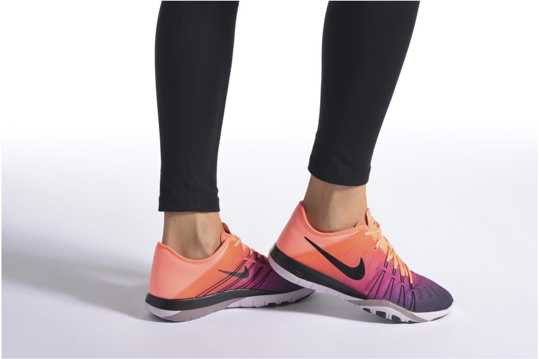 Chaussures de sport Nike Wmns Nike Free Tr 6 Spctrm Orange vue bas / vue portée sac