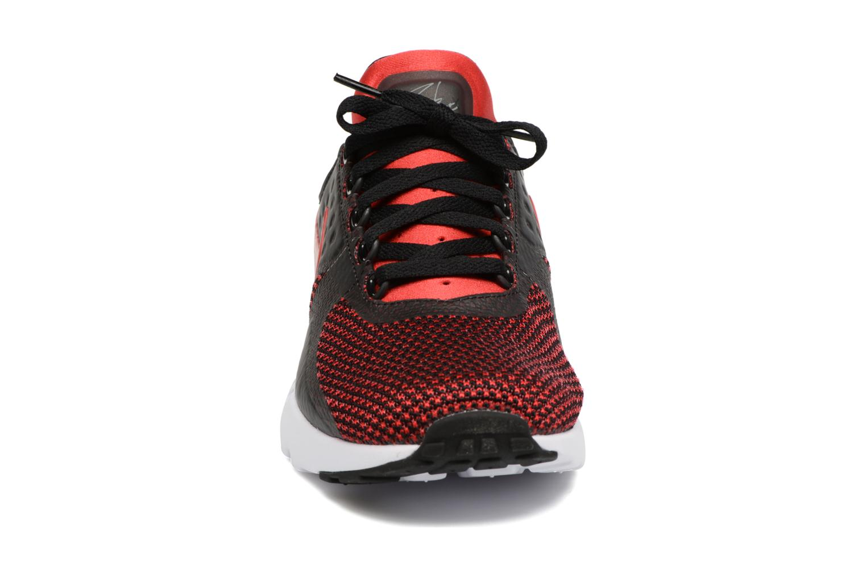 Baskets Nike Nike Air Max Zero Essential Rouge vue portées chaussures