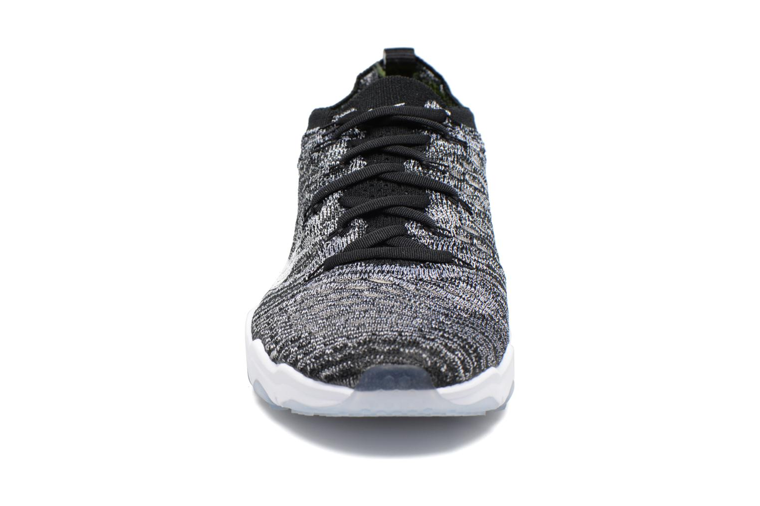 Chaussures de sport Nike W Air Zoom Fearless Flyknit Gris vue portées chaussures