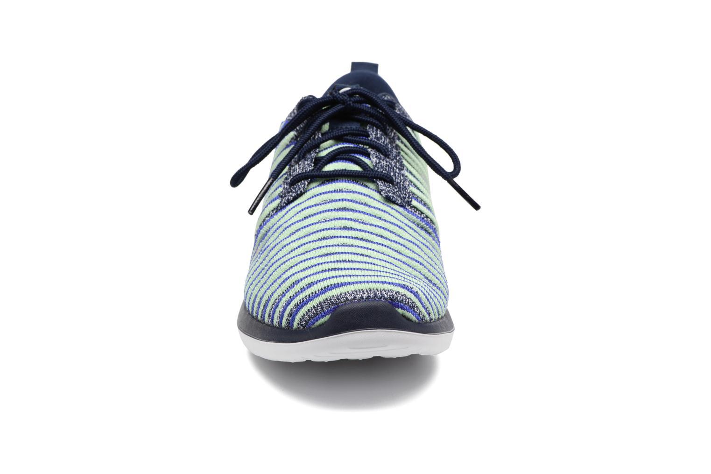 Deportivas Nike W Nike Roshe Two Flyknit Azul vista del modelo