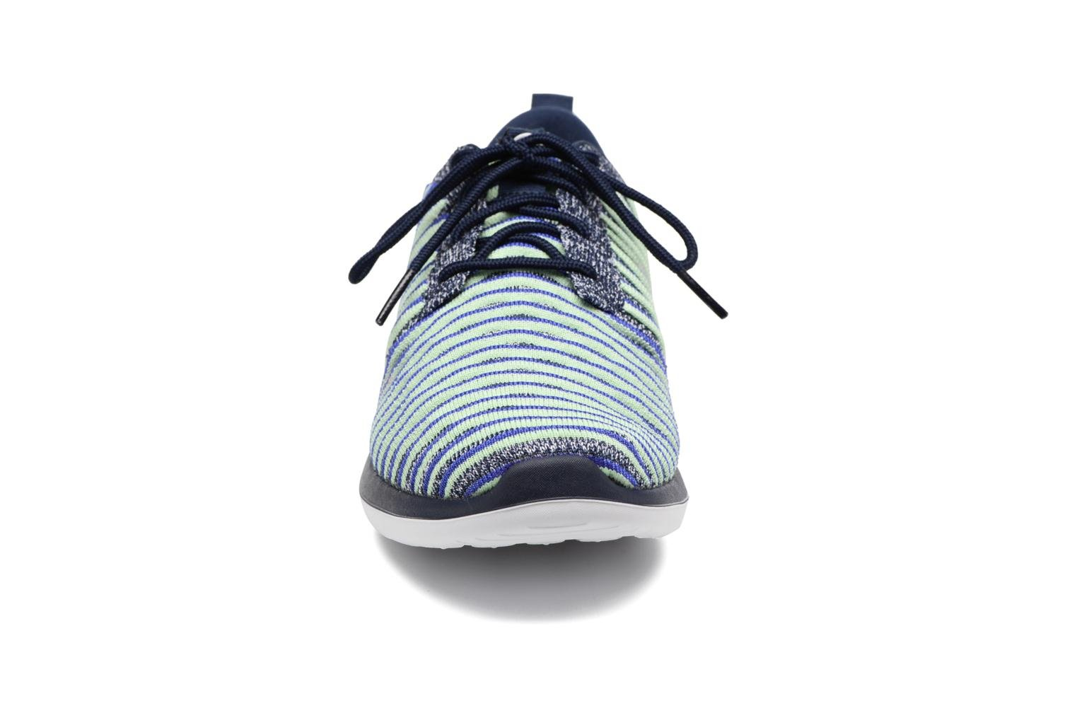 Baskets Nike W Nike Roshe Two Flyknit Bleu vue portées chaussures
