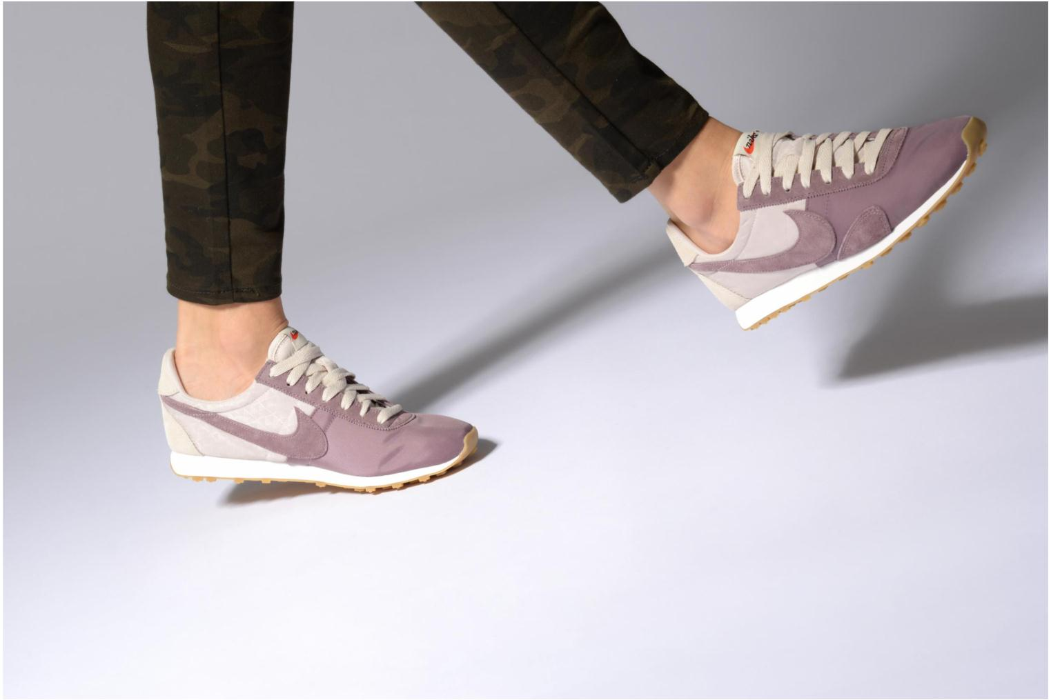 Sneakers Nike W Pre Montreal Racer Vntg Beige immagine dal basso
