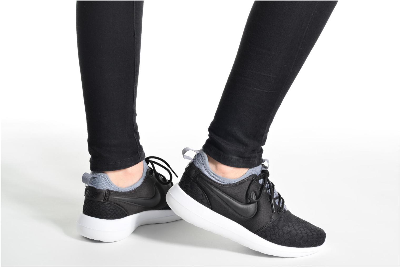 Sneaker Nike W Roshe Two Se schwarz ansicht von unten / tasche getragen