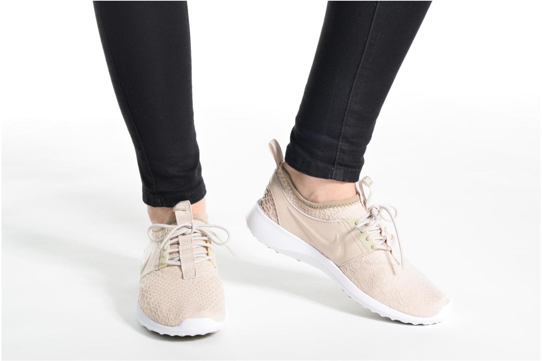 Sneaker Nike Wmns Nike Juvenate Se beige ansicht von unten / tasche getragen