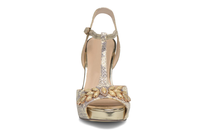 Zapatos de tacón Menbur Lisa Amarillo vista del modelo