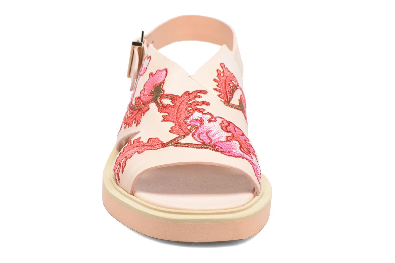 Sandalen Carven Butterfly Sandal rosa schuhe getragen