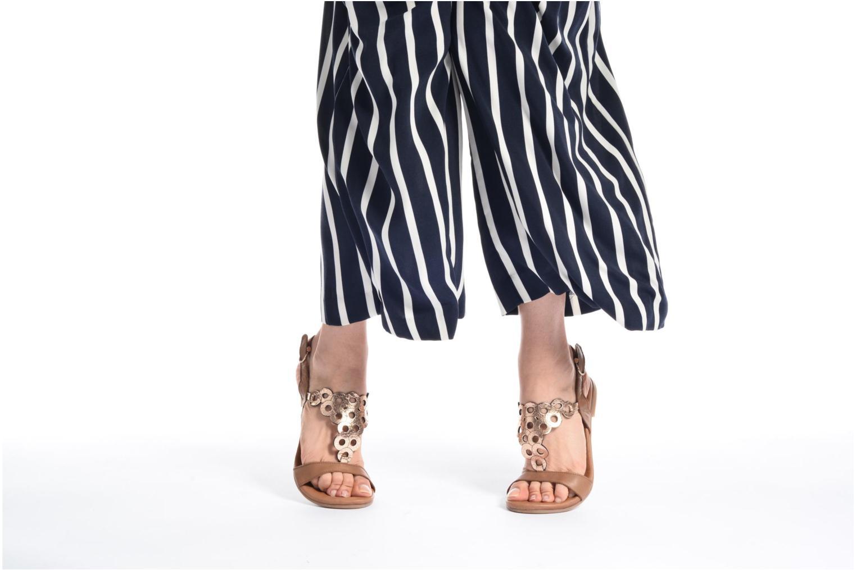 Sandales et nu-pieds Tamaris Liseron Marron vue bas / vue portée sac