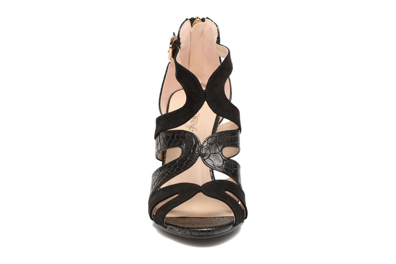 Sandales et nu-pieds Divine Factory Zem Noir vue portées chaussures