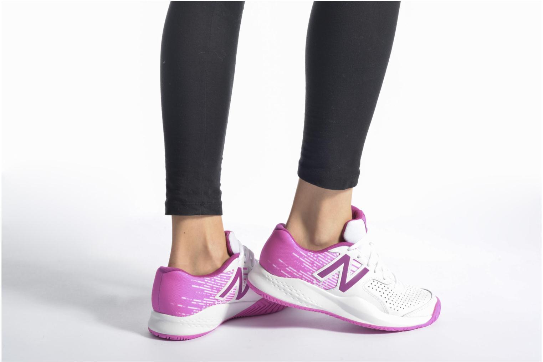 Chaussures de sport New Balance WC696 Blanc vue bas / vue portée sac