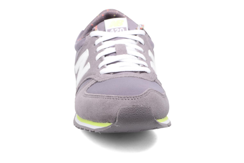 Baskets New Balance WRL420 Violet vue portées chaussures