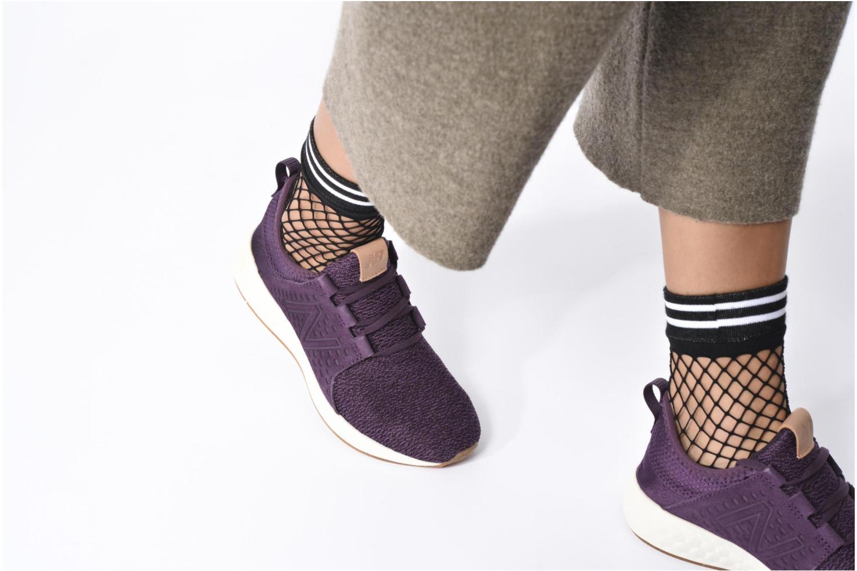 Chaussures de sport New Balance WCRUZ Violet vue bas / vue portée sac