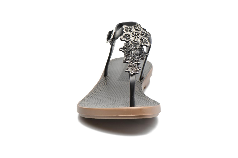 Sandalias Grendha Romantic Sandal Fem Negro vista del modelo